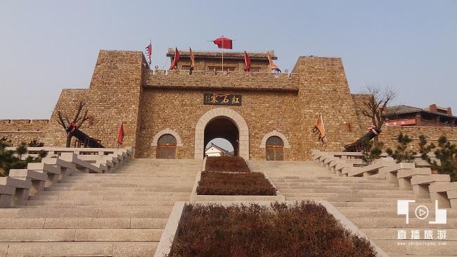 <span>红石寨旅游区——正门.</span>