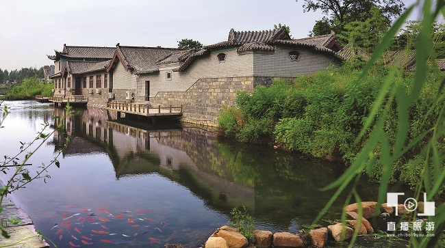 "<span>竹泉村——""梅缘餐厅""西侧</span>"